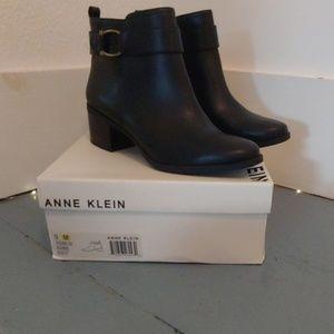 Anne Klein Jeannie boot - Black